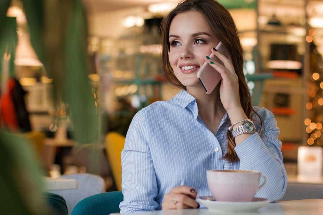 business frau am telefon