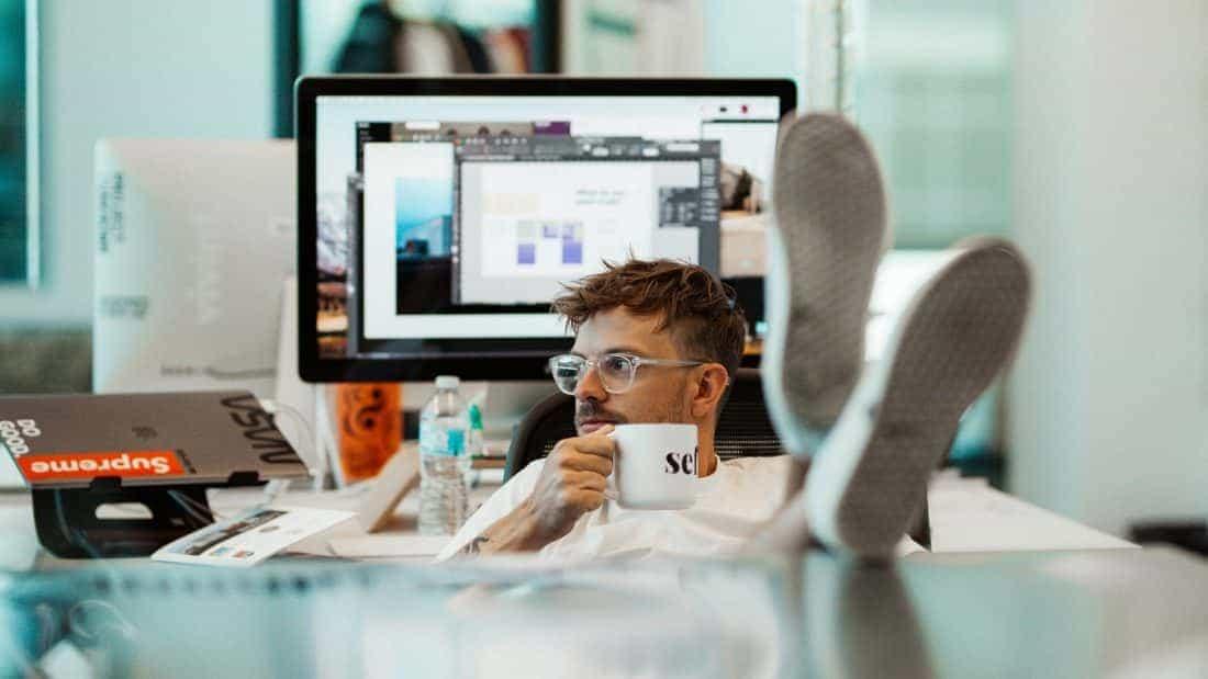 Различие между офисными сотрудниками и фрилансерами