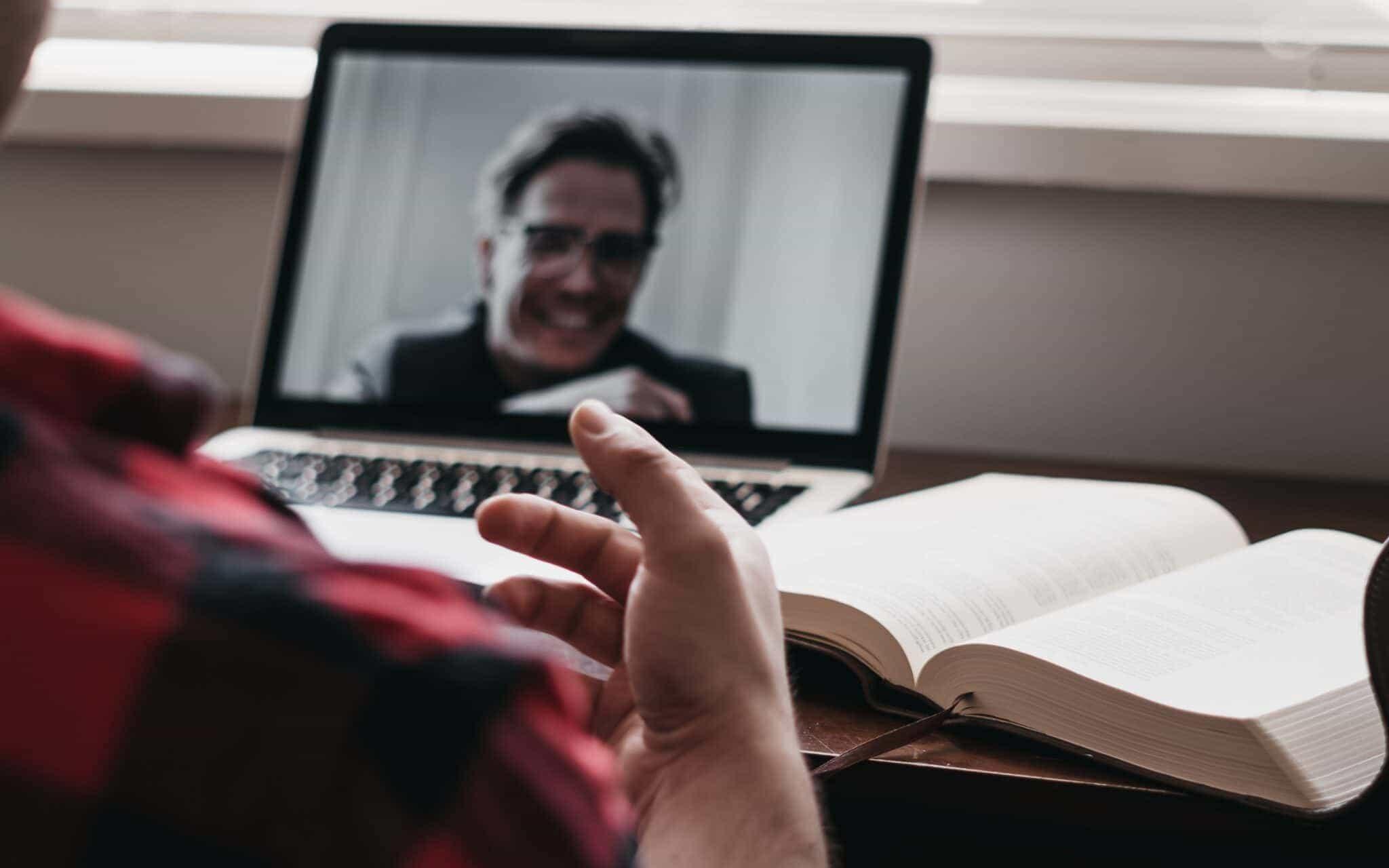 """""""Bis morgen via Zoom"""": 5 Tipps, um den digitalen Teamgeist zu fördern"""